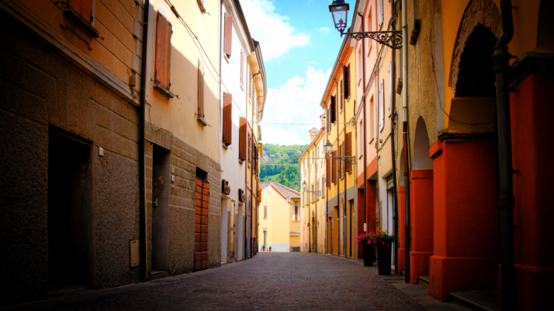 File:Alley in Sarsina.png